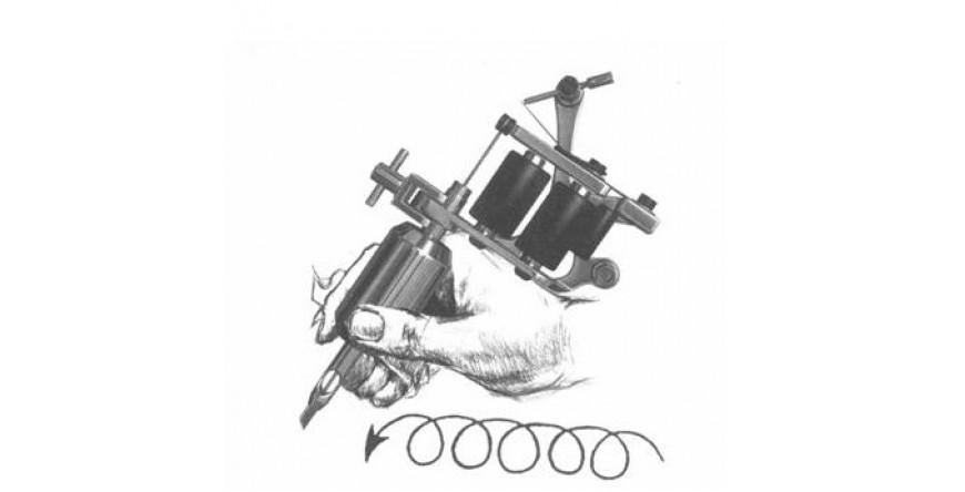 Il modo corretto di tenere la macchinetta per tatuaggi
